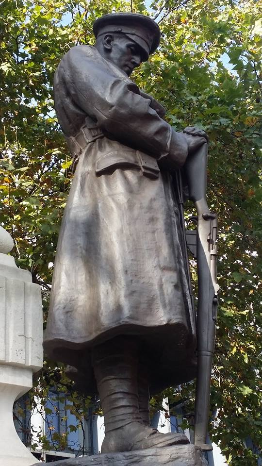 Soldier in Euston Road, London. 3-10-2014. Picture by Tony Martin-Woods